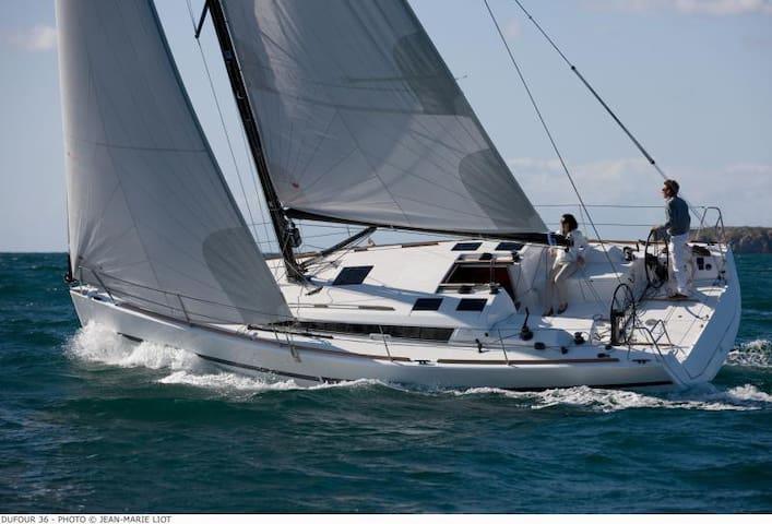 Sleep/Sail on a 36' Yacht in Mystic - Stonington - Boat