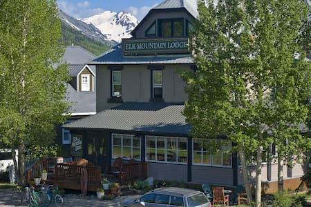 Elk Mountain Lodge - Crested Butte