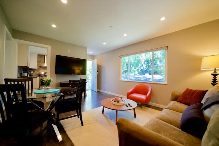 Renovated 2 Bdr Modern Apartment in Downtown U4