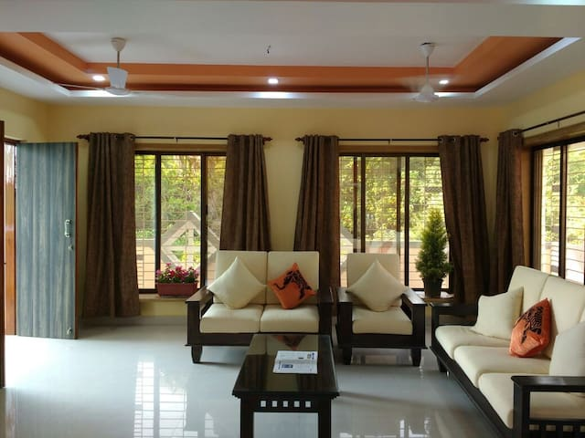 Lake view spacious bunglow close to sea. - Alibag