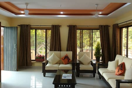 Lake view spacious bunglow close to sea. - Alibag - Villa