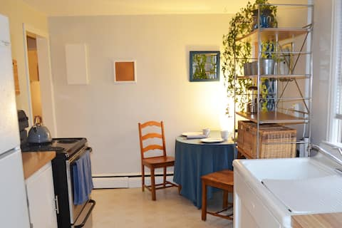 'Sunny Southender' 2 BR/1BA private apartment