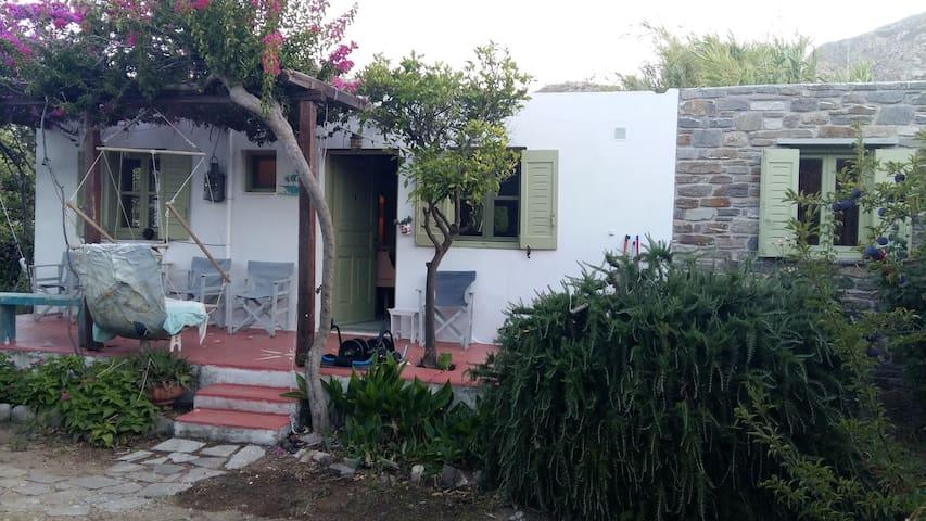 house & garden,150m-beach. Serifos