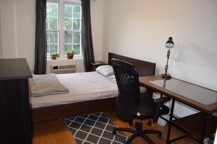 Room in 3BR Condo. Washer & Dryer, gorgeous roof.