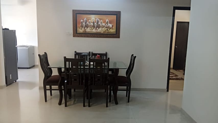 AC Room in 4BHK, Kalina Near BKC _Shared Washroom