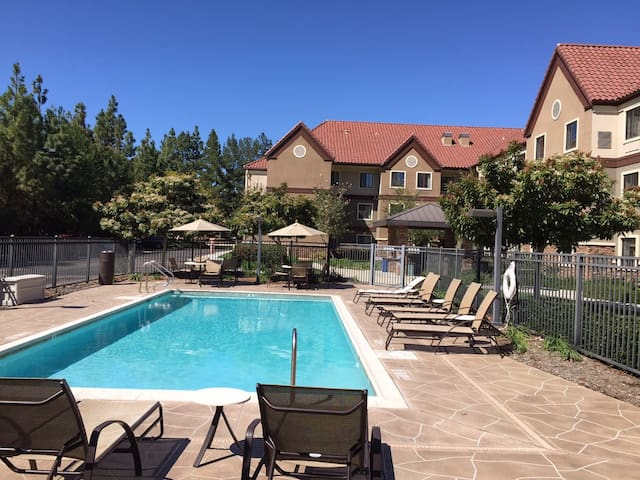 20-Min Drive from the San Diego Zoo | Complimentary Breakfast + Outdoor Pool