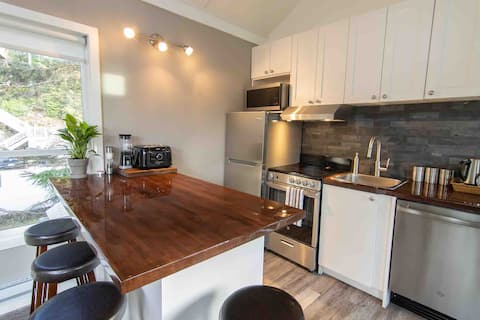 Well equip kitchen with Island bench and bar stools