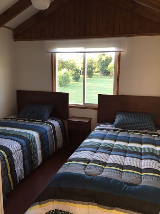 Dormitorio para dos personas con armario