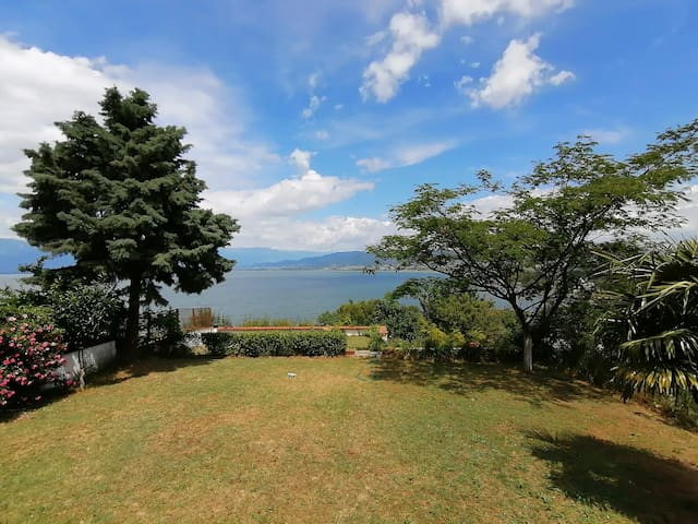 Family house with a view on lake Dojran