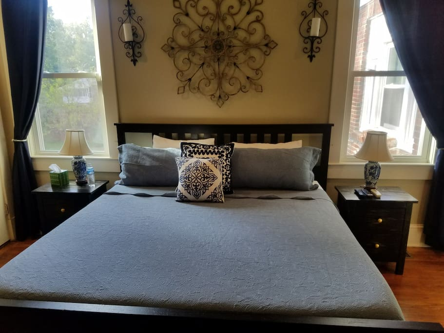King size bed with temperpedic mattress on main level