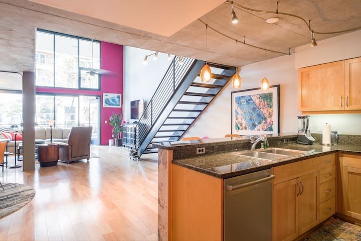 Little Italy Loft - 2 BR - Close to All!