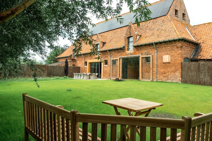 Alluring farmhouse in Moorslede with private swimming pool