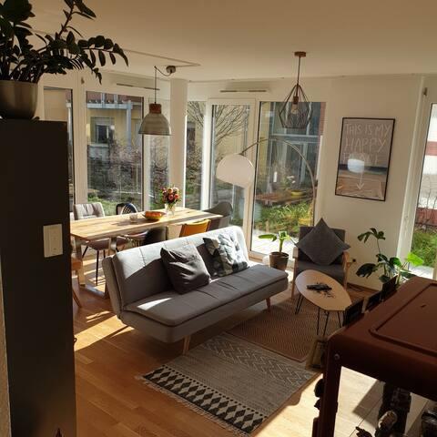 Stylisches Loft, Kochinsel, Terasse und Garten!!