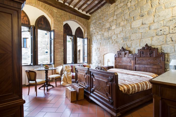 Rooms Tortoli, piazza a S Gimignano