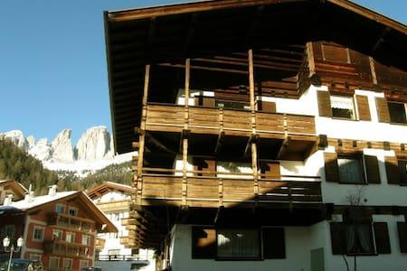 Césa Ziria Spacious and bright Apartment with WiFi