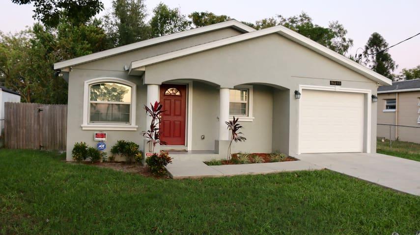 Home by Busch Gardens Tampa Bay