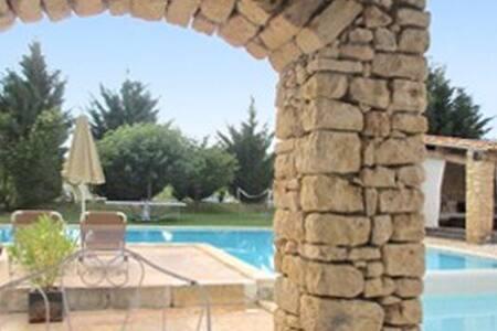 Maison rustique avec piscine - Rustrel - Haus