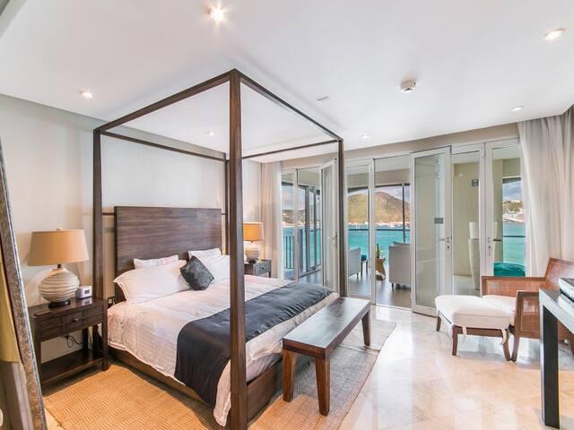 Luxury Designer Villa- Amazing Views!