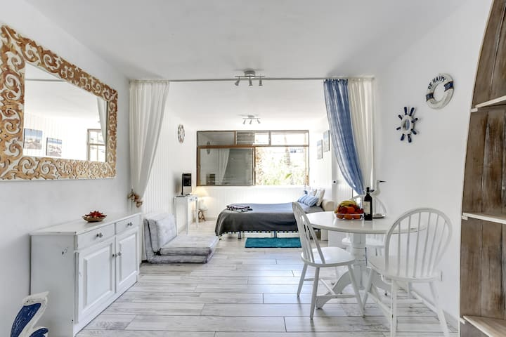 Lovely studio just 100 meters from the ocean - Arona - Pis