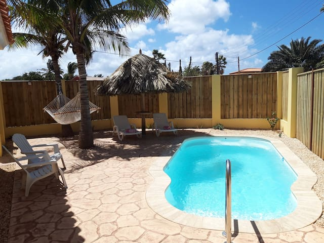 Sfeervol vakantiehuis met prive zwembad om heerlijk van te genieten!