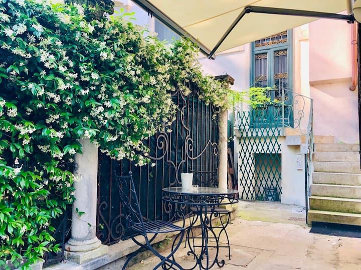 Secret garden in the centre of Padua x3