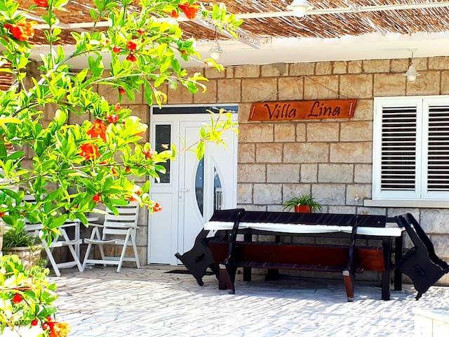 Apartment LINA 1 with terrace/sea view/garden
