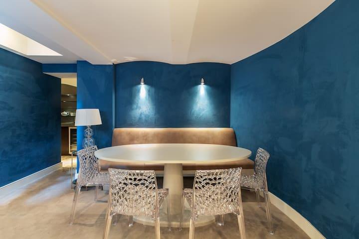 2 BR  Luxury Apartment + Home Cinema near Harrods