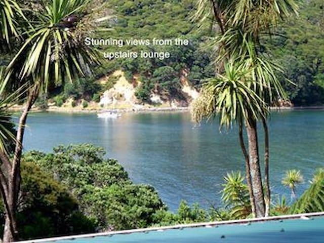 Sea views in lodge near beach! - Great Barrier Island - Casa