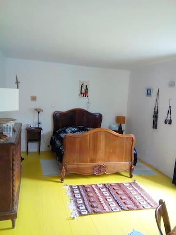 La chambre jaune - Vincelles - Dom