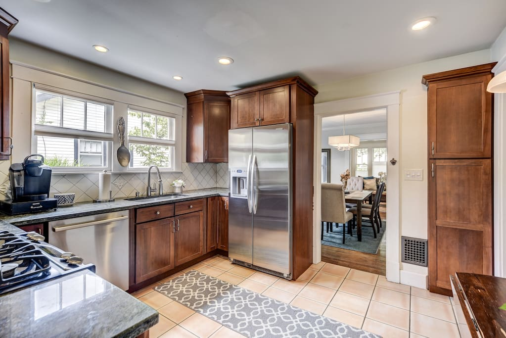 Fully stocked kitchen with beautiful stainless steel appliances for your convenience!