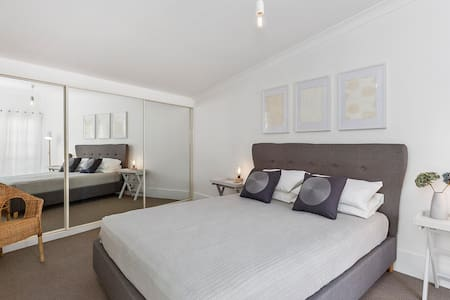 Chic, renovated, ground floor apartment - Battery Point - Lakás