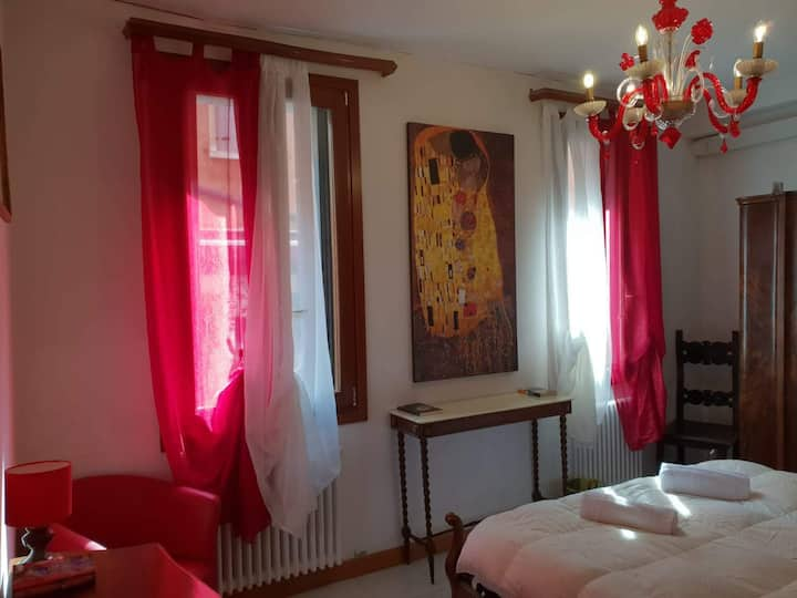 La Camera Romantica - The Romantic Room