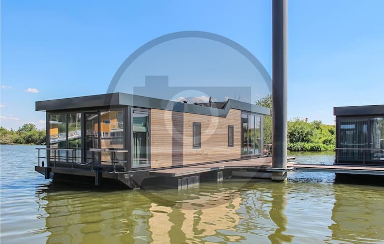Houseboat with 3 bedrooms on 64m² in Ohé & Laak