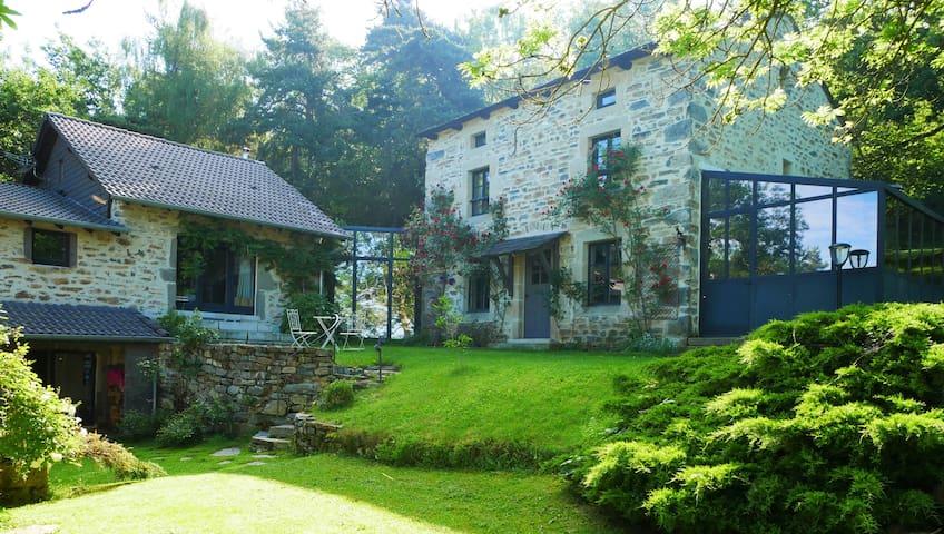 Au gîte des Chazes : maison en pierre et spa