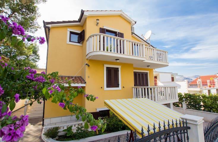 Beautiful apartment Anika 2 - Okrug Gornji - Departamento