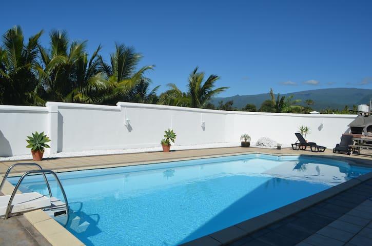 """Chambre chez l'habitant/piscine st André """"Longani"""" - Saint Andre - Dům"""