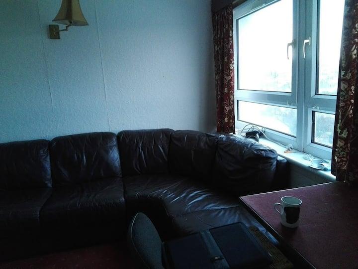 Cosy and convenient 2 bedroom in West of Glasgow