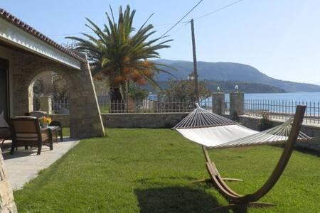 Erateini Beach front villa - Eratini