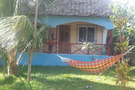 FRESH BREEZE VILLA - Mtwapa - Gæstehus