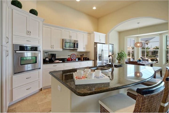 Luxuriously furnished holiday home with a private - Cape Coral - Villa