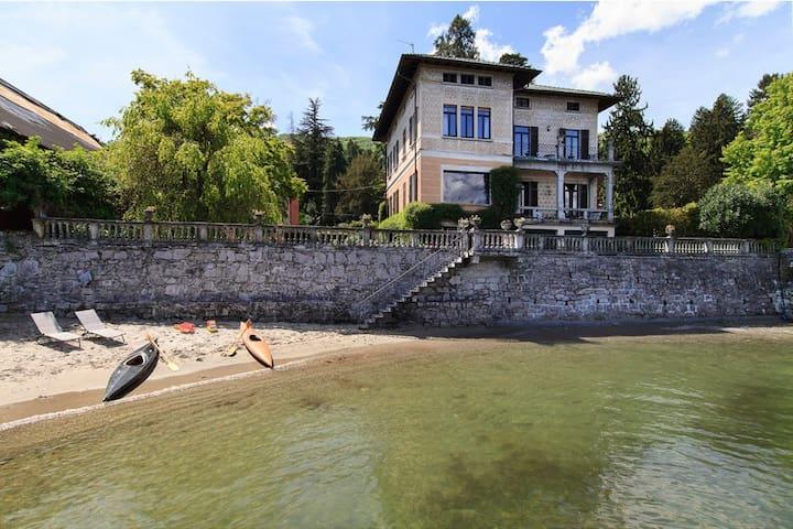 Lakefront villa in village centre - Baveno - Villa