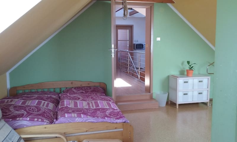 Lovely room-s/BEST PRICE-Big garden