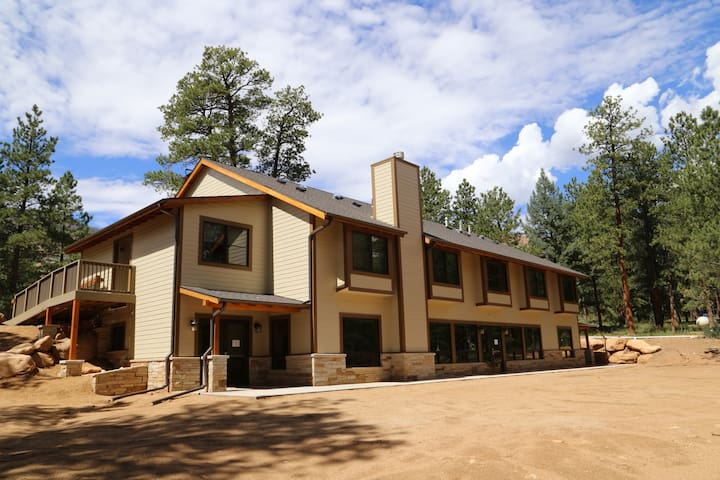 Private Mountain Ranch Lodge & Retreat Center