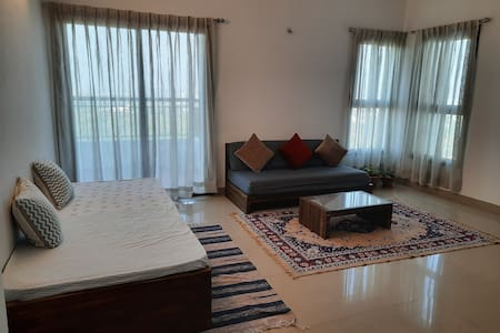 Sublime Home stay: Deluxe Dbl Room with Balcony