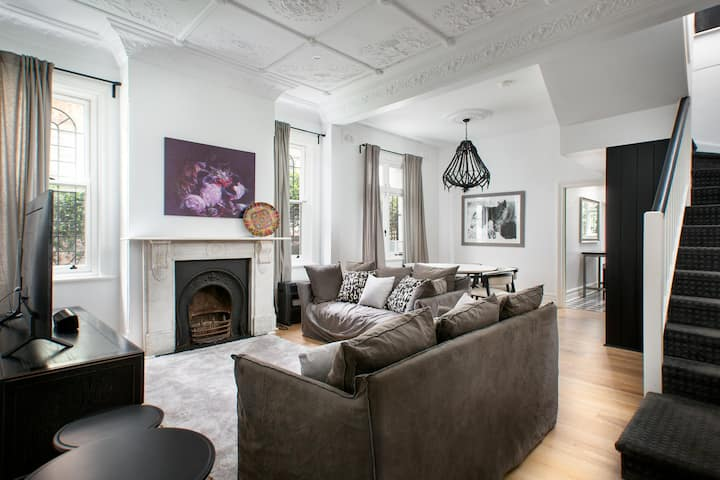 Elegant 3-Bed Heritage House near Parks and Cafes