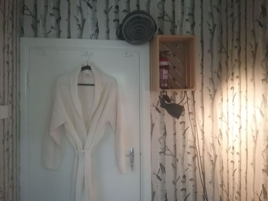 Everything you may need is provided: bathrobe, fire extinguisher, reading lights and a remote controlled fan.