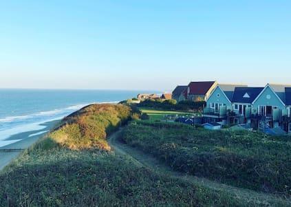 Cosy Sea View Beach House