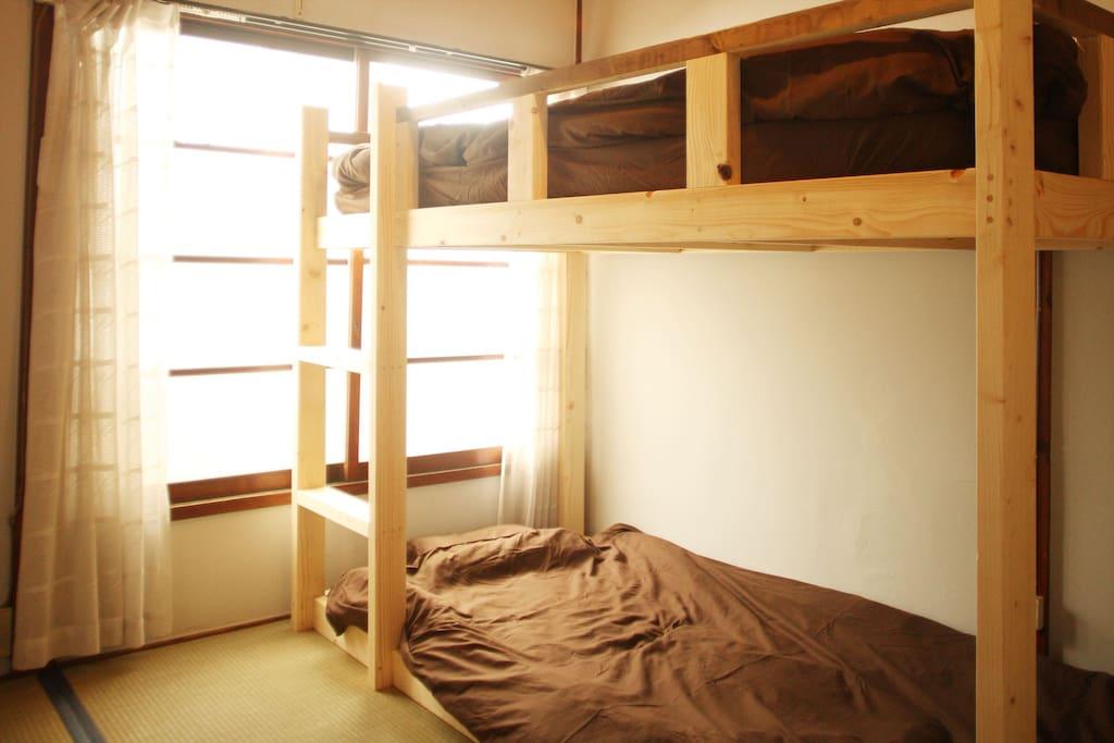 寝室2人部屋が個室として利用可能です。