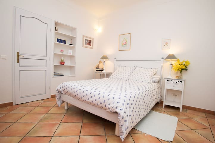 Chambre indépendante avec Bain - Saint-Tropez - Apartment