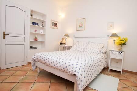 Chambre indépendante avec Bain - Saint-Tropez